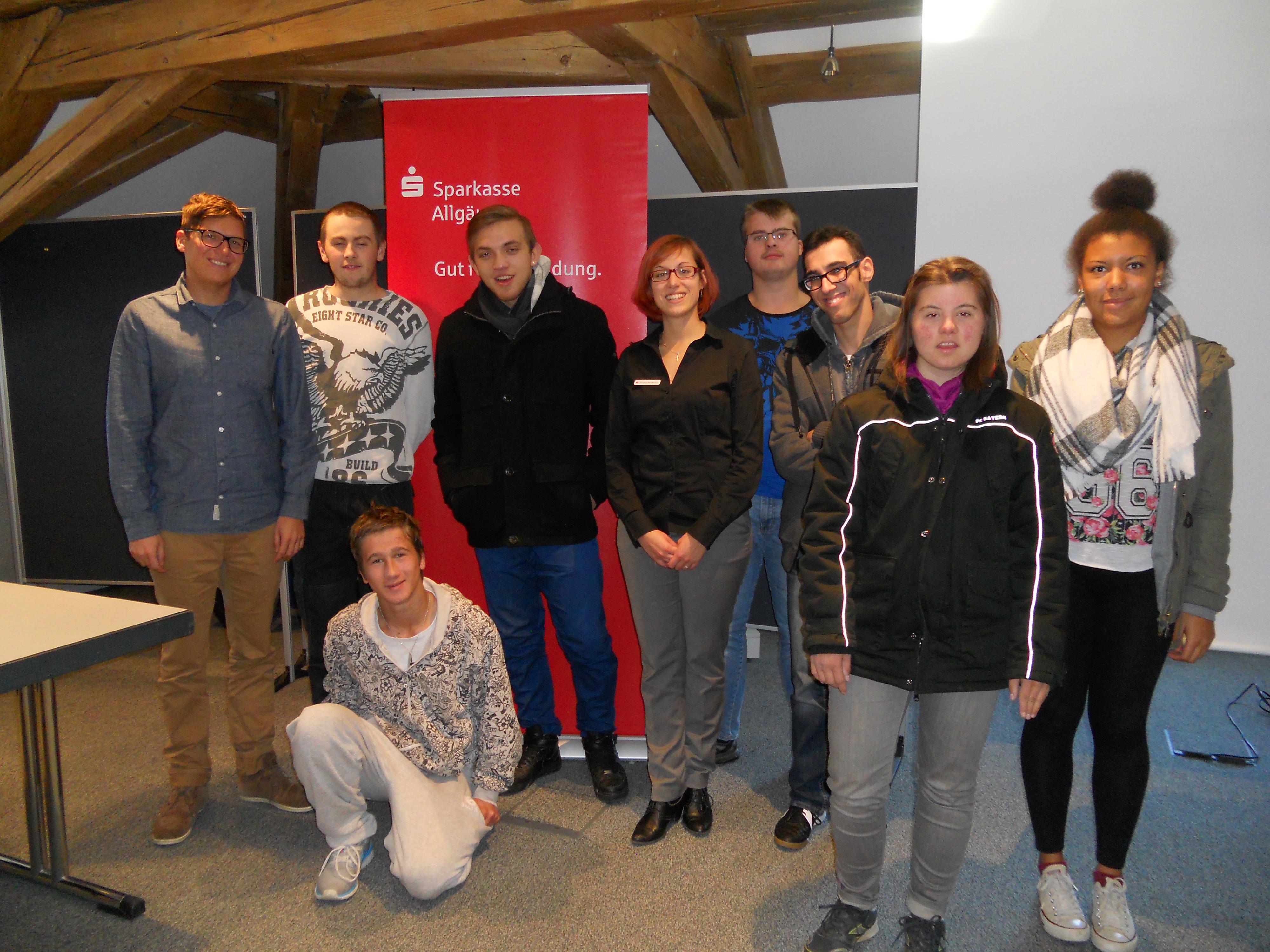 Teilnehmende Schüler und IFD-Berater Hr. Benz als Gruppenbild